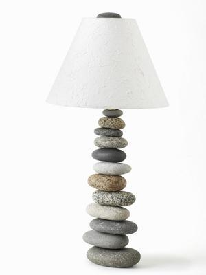 Торшер из камней