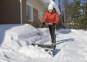 Приспособления для уборки снега вручную