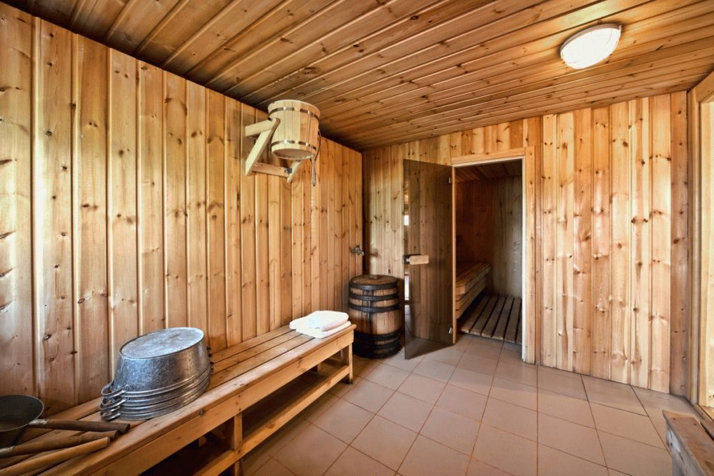 баня с керамической плиткой на полу