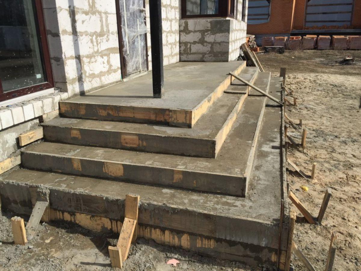 ступеньки в дом из бетона