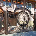 Кованые ворота с калиткой: фото, виды, плюсы и минусы, особенности