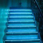 Подсветка лестницы: фото, виды систем, установка и монтаж