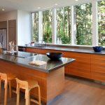 Кухня вдоль окна ✅️ фото, плюсы и минусы, идеи и рекомендации