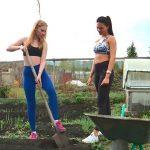 Огород вместо фитнеса: фото, упражнения, процедуры, польза