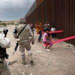 Качели на границе между США и Мексикой: фото и видео