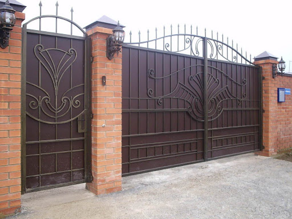 Распашные металлические ворота
