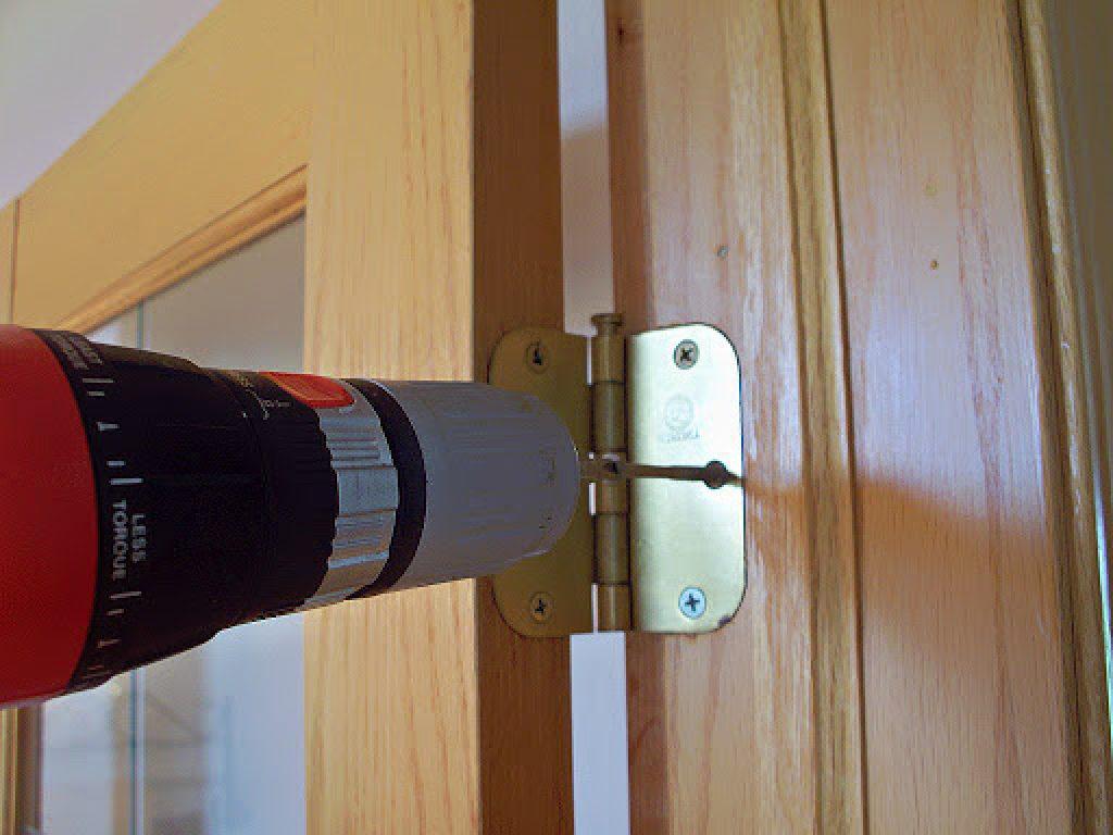 Как самостоятельно регулировать дверь?